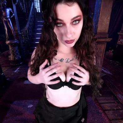 Victorian Mansion makes Jayde Symz so horny